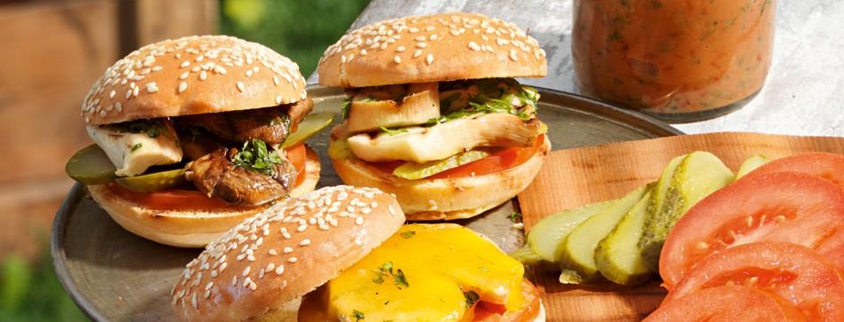 Burger grillen mit Riesenpilzen.